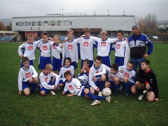 Pavol Máťuš s jedným zo žiackych tímov FK Rača