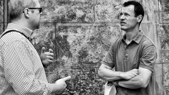 Pavol Pokorný (vľavo) a Andrej Gaťa pri zameraní Obecného sadu v Rači.