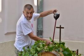 Šéf Račianskeho vinohradníckeho spolku Dušan Žitný sa počas troch dní prakticky nezastavil.