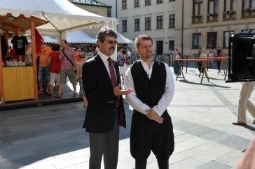 Primátor Milan Ftáčnik diskutuje so starostom petrom Pilinským.