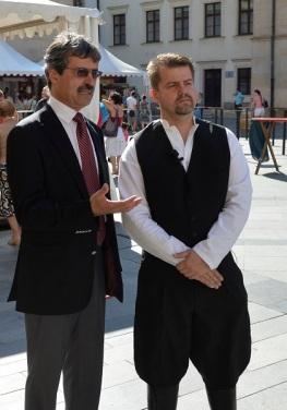 Starosta Rače Peter Pilinský s primátorom Bratislavy Milanom Ftáčnikom.