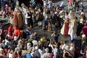 Ochutnávanie račianskej frankovky kráľom a členmi jeho sprievodu.