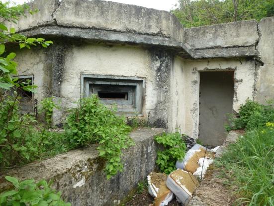Betónový vchod do objektu.