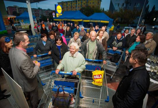 Lidl otvoril 7. októbra 2011 na Peknej ceste v  Krasňanoch svoju už 122. predajňu na Slovensku.