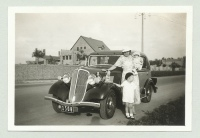 Renault MONA-QUATRE na dobovej fotografii.