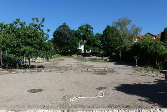 ZAČIATOK ROKA 2014: Obecná záhrada od vstupu