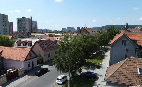 Panoráma Rače - pohľad na Alstrovu ulicu.