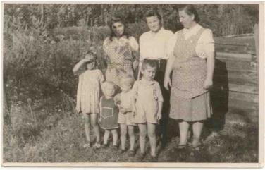 Vzácne fotografie Obecnej záhrady z rodinného albumu Hrdličkovcov.