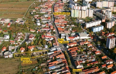 Letecký pohľad na Obecnú záhradu v Rači.