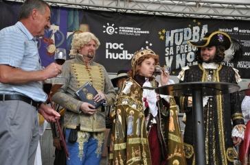 Slávnostný prípitok mladého kráľa Jozefa I. Habsburského frankovkou modrou