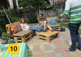 10. Sedenie na paletách