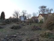 Výsledky prvej brigády. Jar 2011. Záhrada ešte ani zďaleka nevyzerá lákavo...