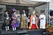 Novokorunovaný kráľ Karol VI.