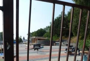 Cieľom bude natieranie plota okolo areálu v Knižkovej doline
